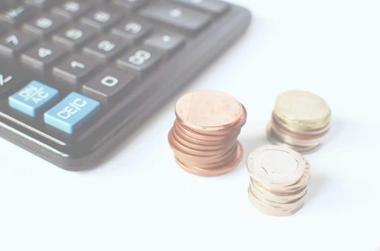 電卓とコイン