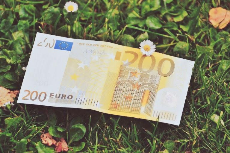 草原のお金