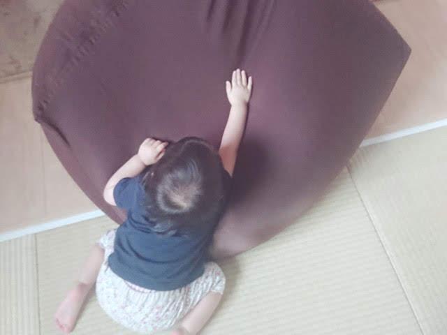 人をダメにするソファと1歳児